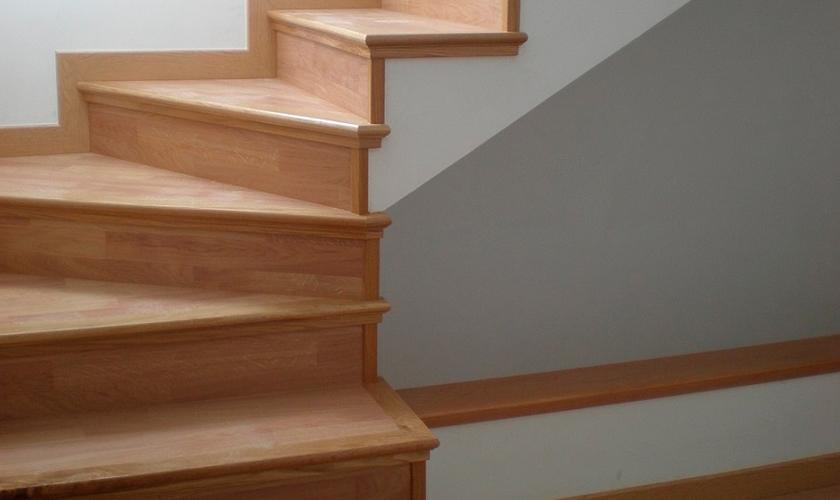 Parquet andzur - Zocalos para escaleras ...